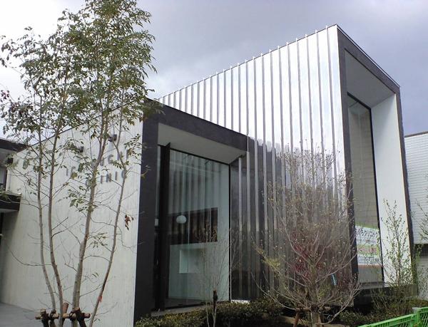 SUS鏡面パネルの建物例