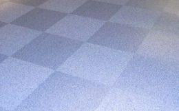 市松貼りのタイルカーペット
